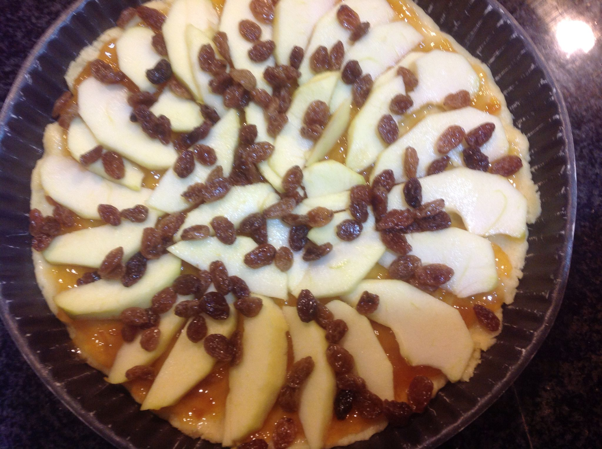 Pasta frolla marmellata di albicocche mele ed uvette.crostata marys