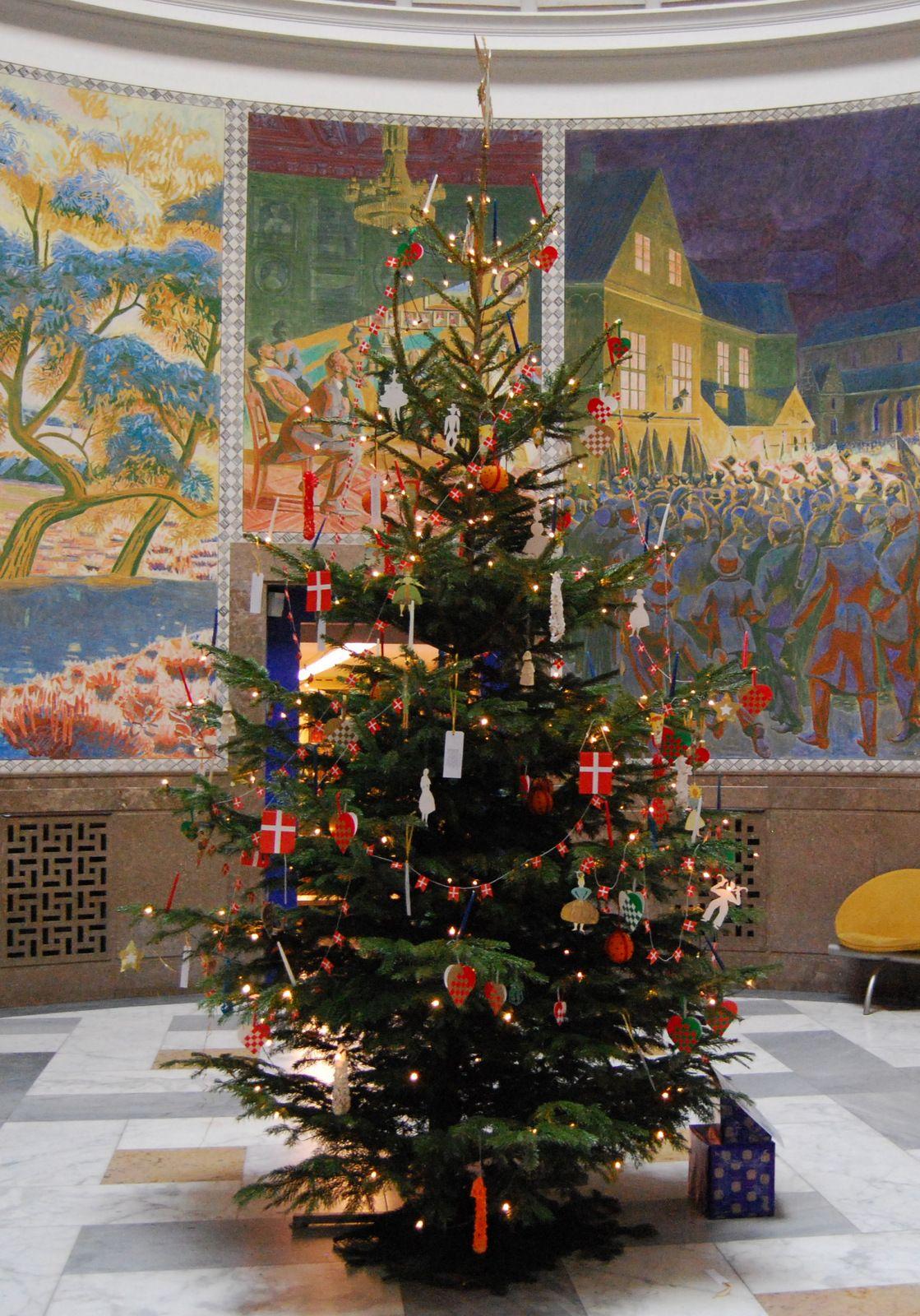 Christmas tree in H.C. Andersen's house, Odense 2007 Photo: Lars Bjørnsten
