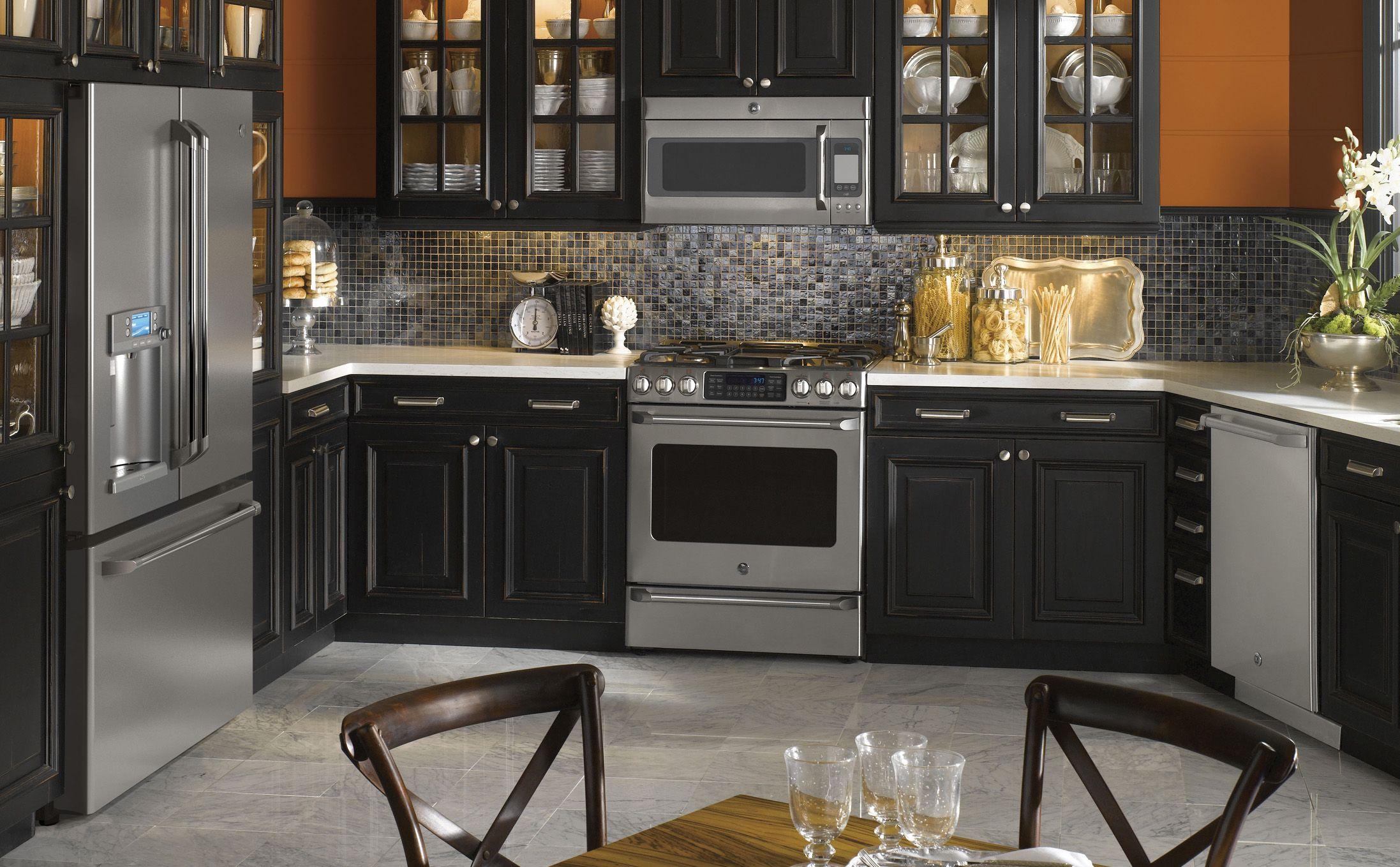 36 gorgeous black kitchen cabinet design ideas you will love blackkitchencabinet on kitchen remodel appliances id=80209