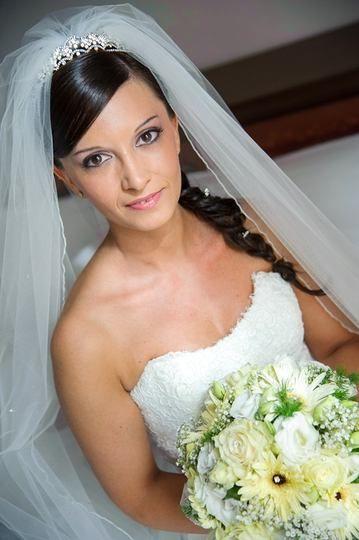 Matrimonioit Acconciatura Laterale Per La Sposa Con Velo E