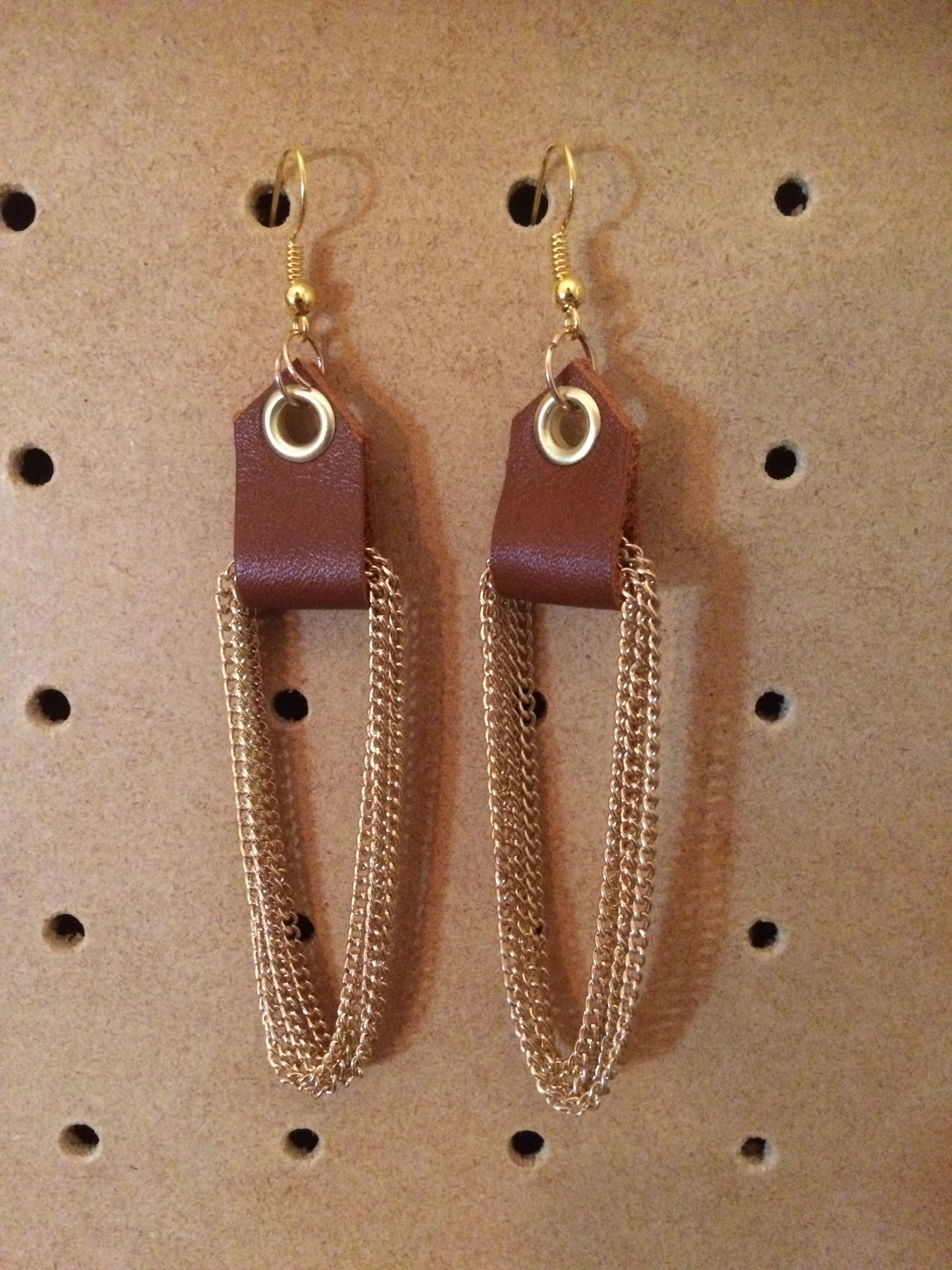 Photo of Camel leather and golden chain earrings #jewelryideas