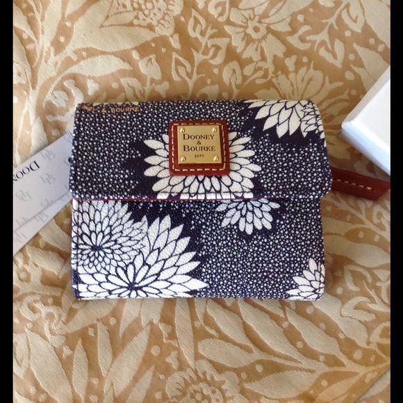 Dooney & Bourke Handbags - Dooney & Bourke small trifold walllet