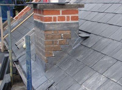 Cricket And Stepflashing Masonry Chimney On Shingle Roof Stroitelstvo Doma Dom Proekty Nebolshih Domov