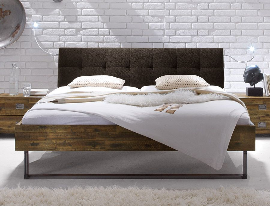 rustikales akazienholzbett mit bequemem kopfteil betten. Black Bedroom Furniture Sets. Home Design Ideas