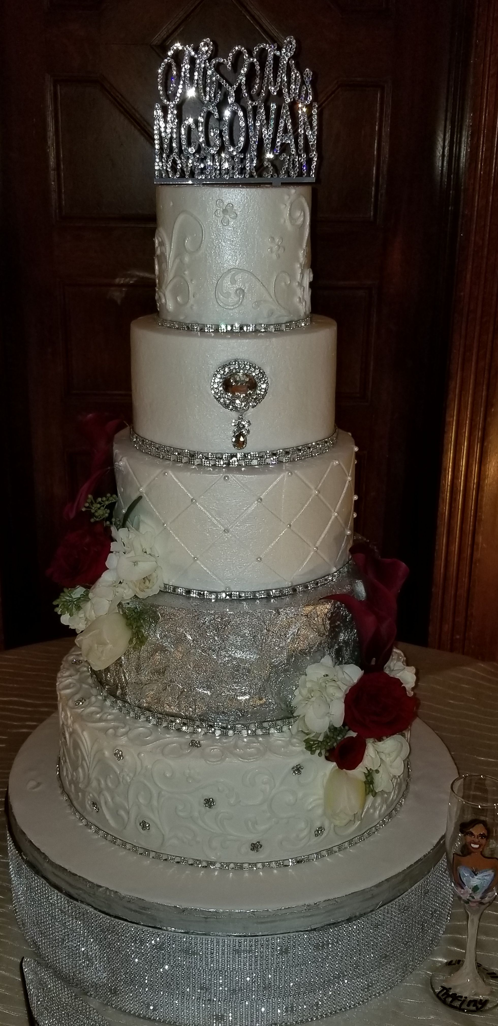 White Wedding Cake With Silver Accents Round Wedding Cakes Elegant Cakes Wedding Cakes Vintage