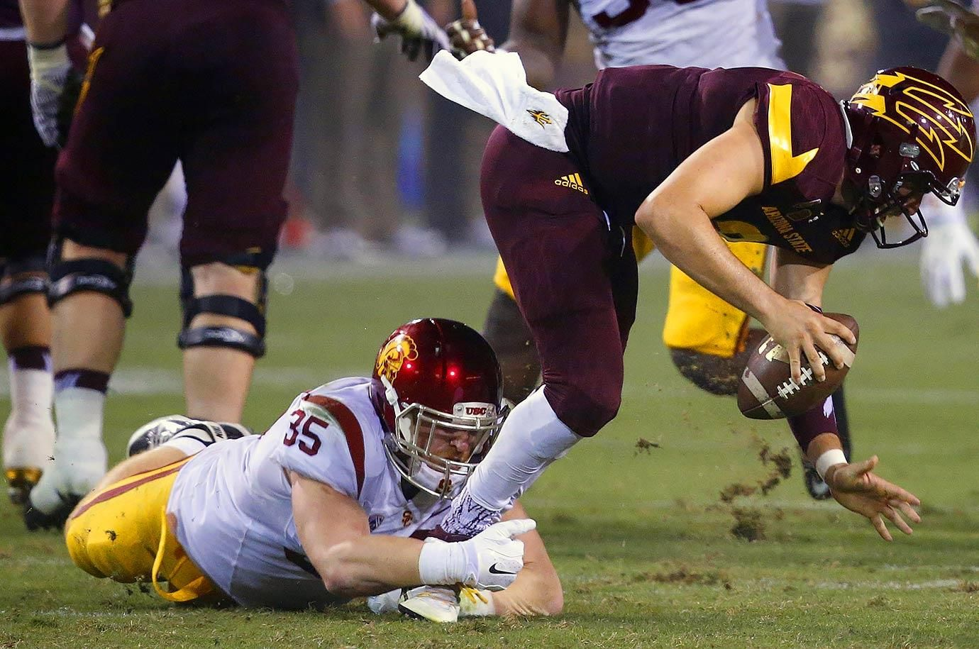 Pac12 players to watch in 2016 ncaa football 2015