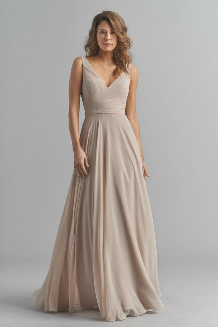 13c5fd02b064 Vestiti lunghi estivi e una proposta con un abito plissettato e scollatura  a V
