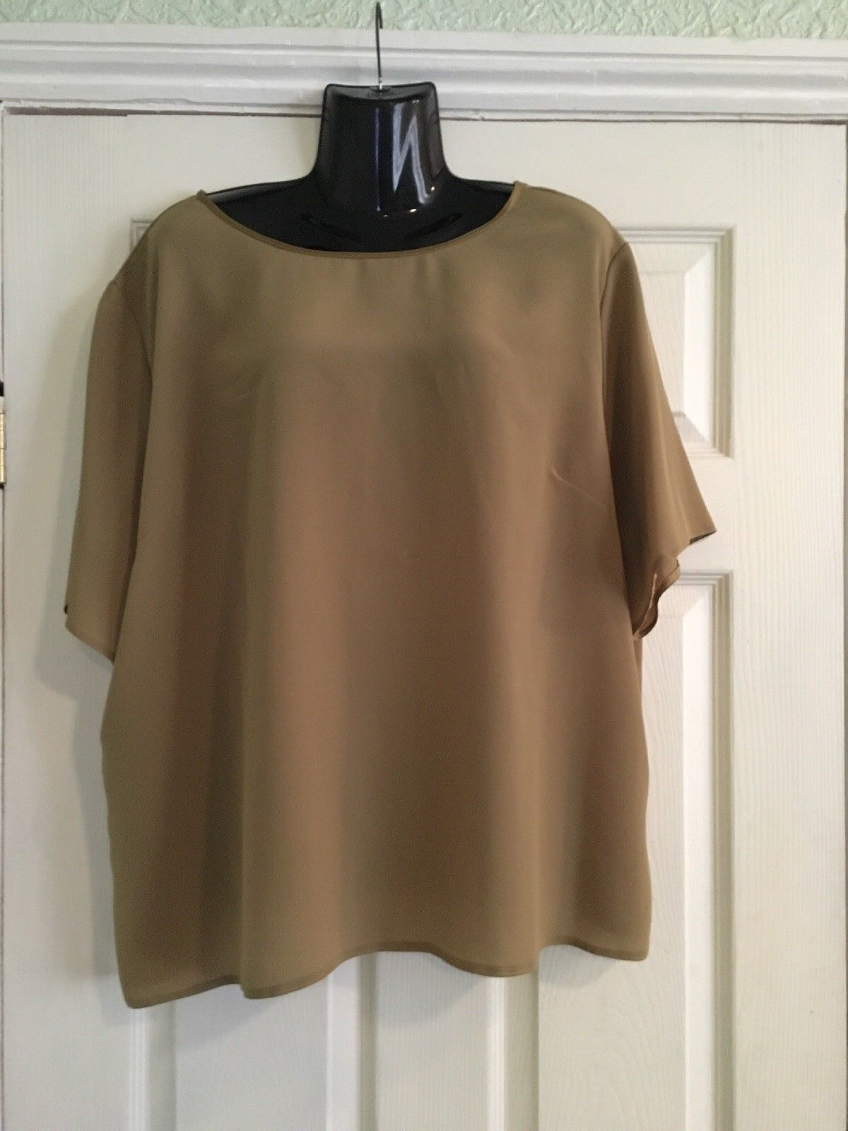 Plus size olive green top by sara neal size brand new with tag