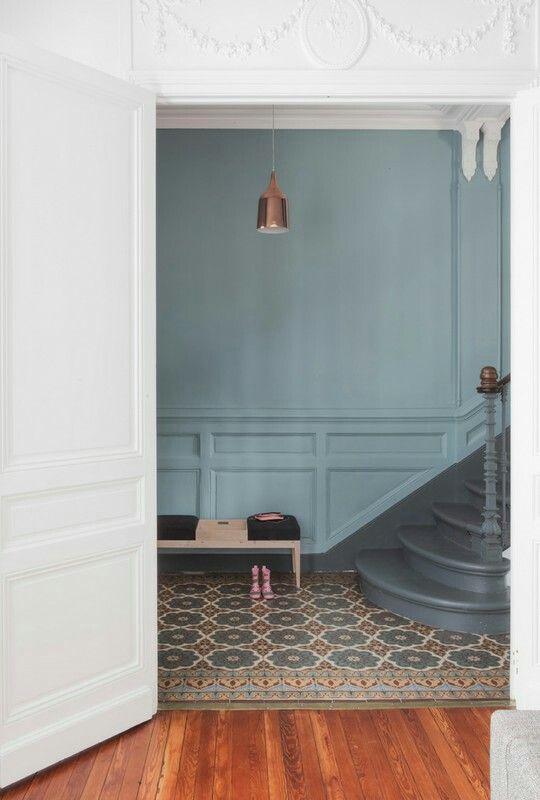 couleur escalier sobre wwwd-idbe deco Pinterest Staircases - entree de maison avec escalier