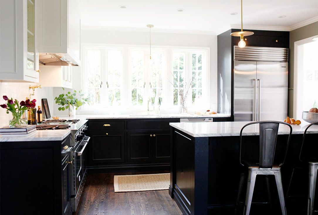 Before and After: A Crowded Kitchen Gets a Classic Redesign ...