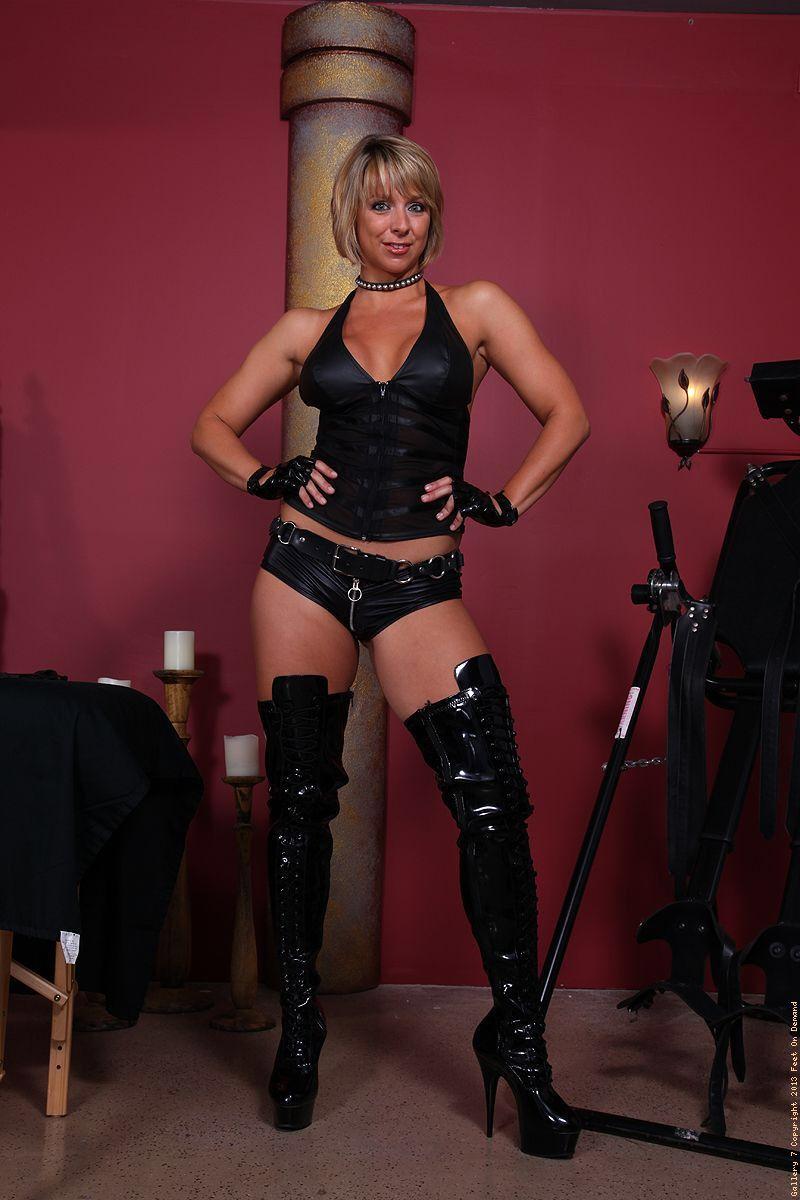 Brunette pornstar movie preview corset