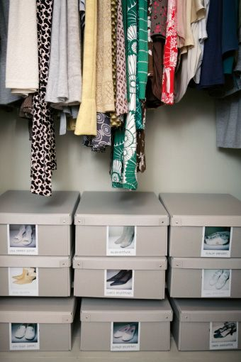 Store shoes in uniform boxes with photographic labels bookcase - küchenunterschrank selber bauen