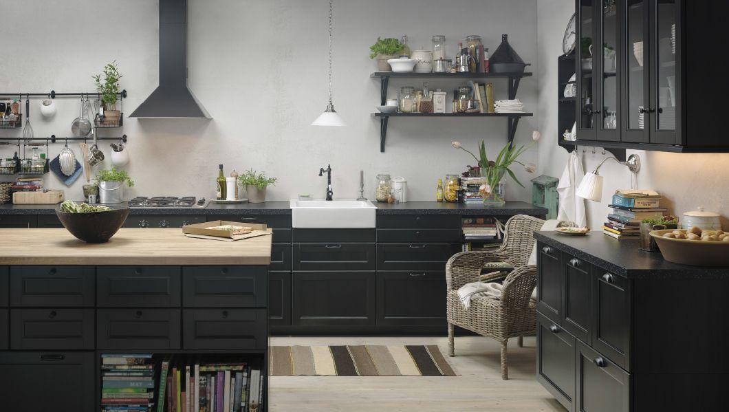 k k med laxarby svartbruna l dfronter och luckor. Black Bedroom Furniture Sets. Home Design Ideas