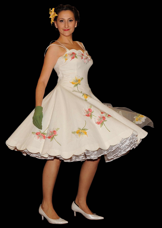 Kleider nach original 50er Jahre Schnitt von mir gefertigt mit einzeln aufgenähten Blüten