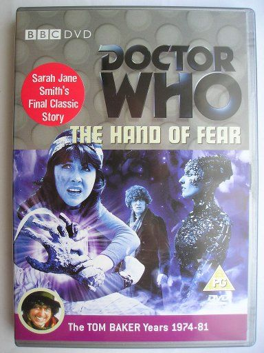 """""""The Hand of Fear"""" è un'avventura della quattordicesima stagione della serie classica di """"Doctor Who"""" trasmessa nel 1976 con il Quarto Dottore e Sarah Jane Smith. È composta da quattro parti, è scritta da Bob Baker e Dave Martin e diretta da Lennie Mayne. Immagine dall'edizione britannica del DVD. Clicca per leggere una recensione di quest'avventura!"""
