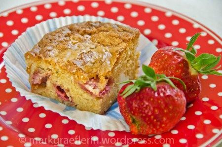 Strawberry-Macadamia Blondies