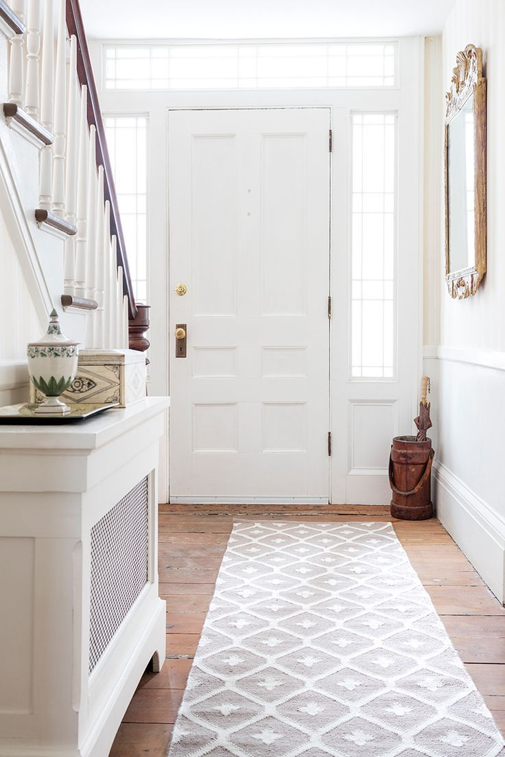 Create An Entryway That S Light And Airy With A Statement Making Rug From Our Bunny