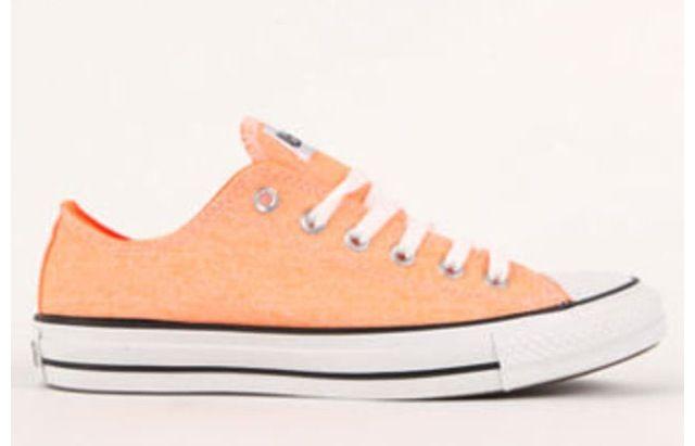 2718d4a6625d10 Light orange converse