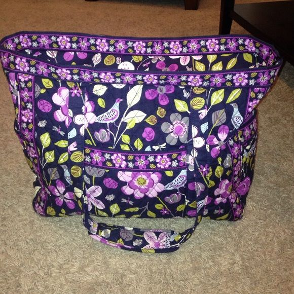 Large Vera Bradley tote Barely used. Just sits in my closet so I m getting  rid of it. Will take offers! Vera Bradley Bags Totes 1abf696ccfc84