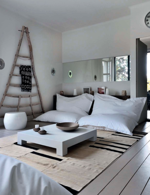 Without Any Particular Style Or Appeal This 1960s House Located Near Carpentras France Has Been Transformed By Amelie A Decorat Home Zen Room Floor Seating