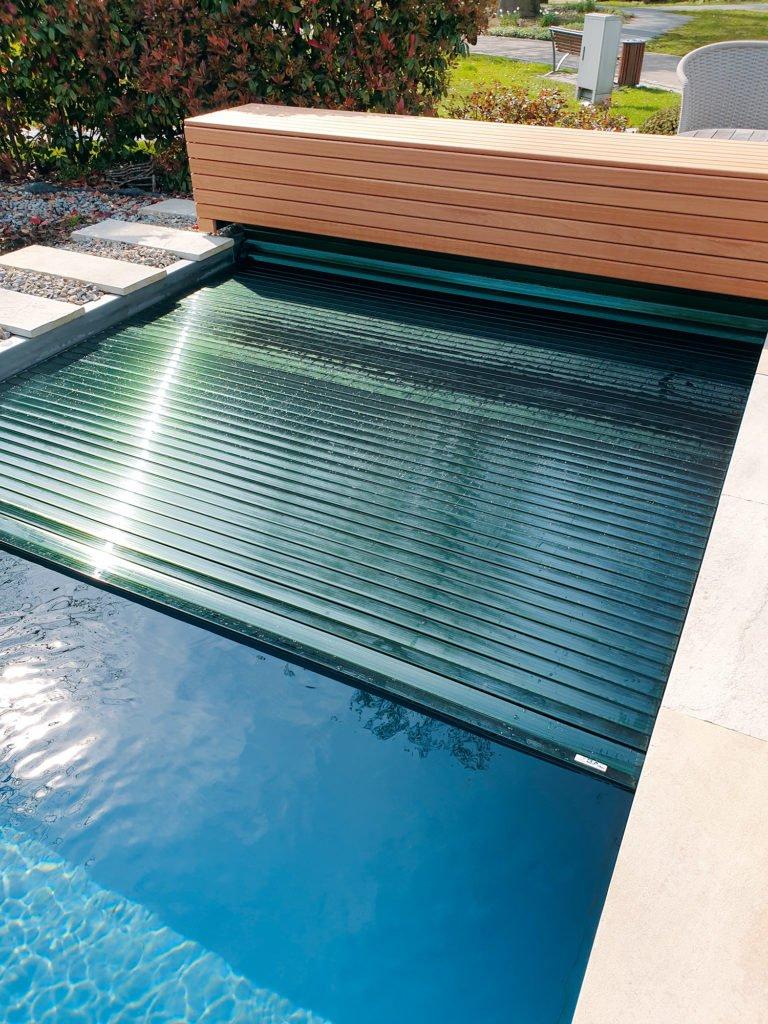Zum Pool Gehort Eine Poolabdeckung Schwimmbad De Eine Garden Design Plans Gehort Pool Poolabdeckung Schwimmb In 2020 Pool Landscaping Pool Houses Backyard Pool