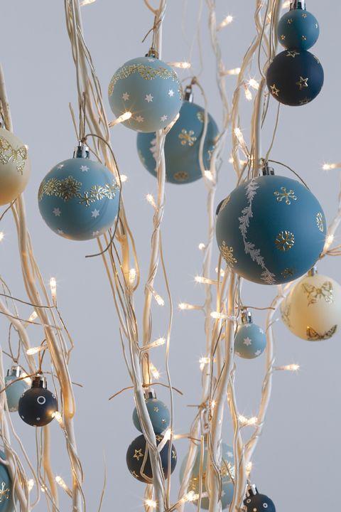 décoration de boules de noël nuance de bleu, argent et or