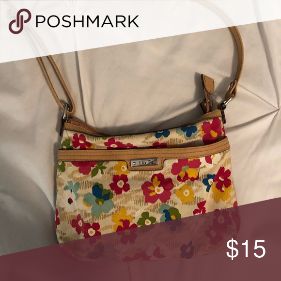 6b9f8fc69c Relic crossbody floral purse Great condition floral purse Relic Bags  Crossbody Bags  floralpursedesigner