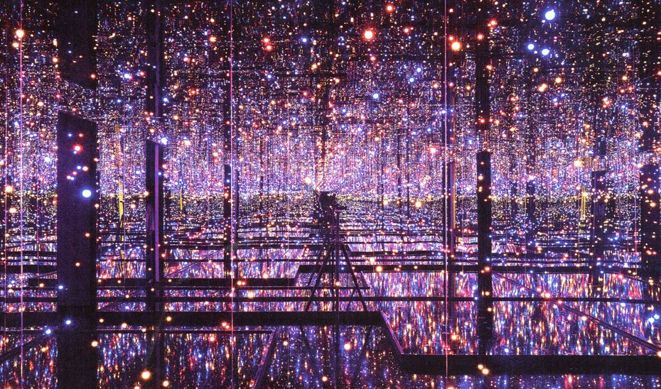 Heart shaped Box  Gallery  Infinity Mirrored Room. Heart shaped Box  Gallery  Infinity Mirrored Room   Dots