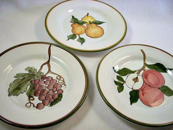 Vintage Italy Ceramic Pottery Plates Dipinto a mano Fortebraccio Ceramiche Hand Painted Fruit Pears Grapes Apples & Vintage Italy Ceramic Pottery Plates Dipinto a mano Fortebraccio ...