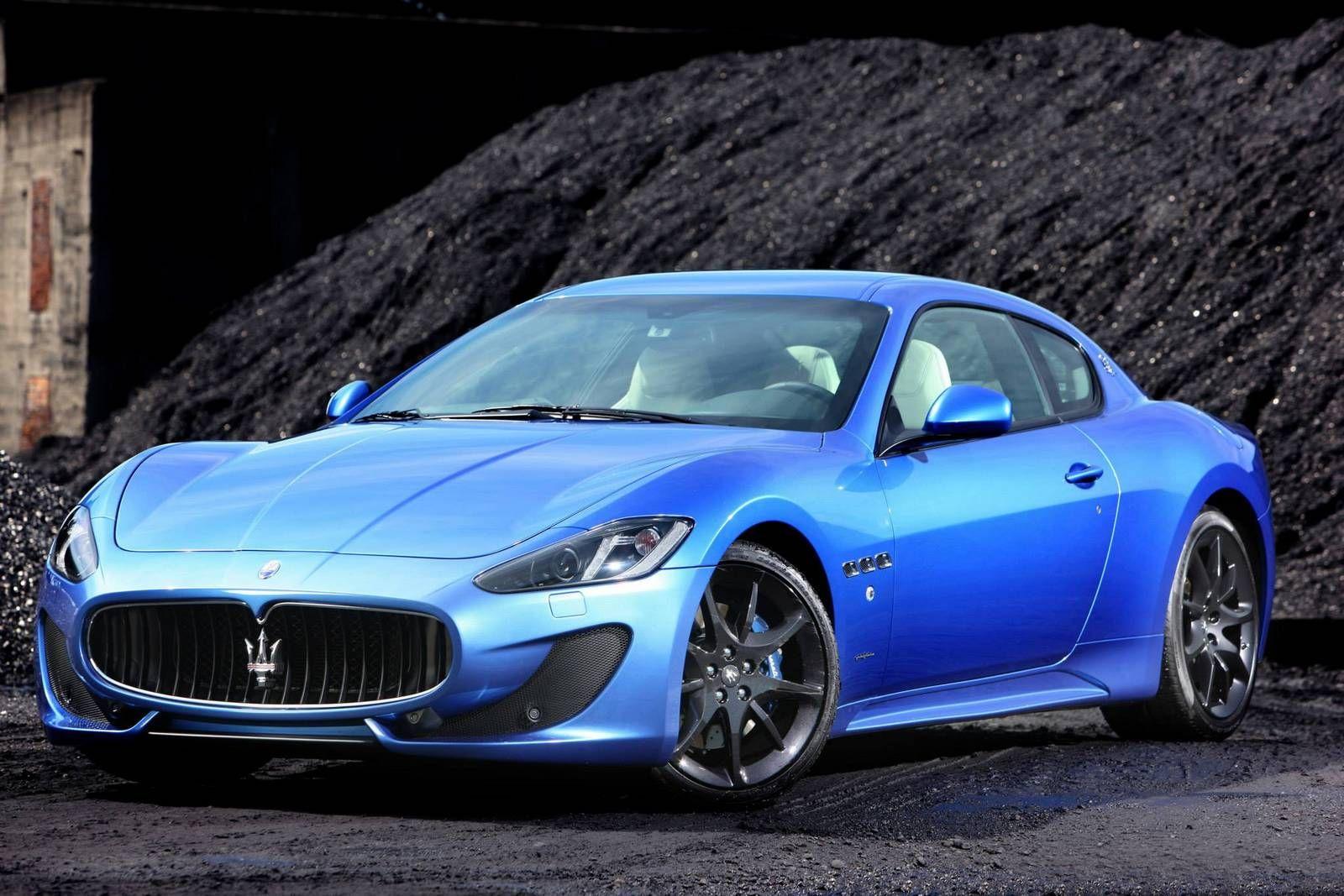 Gallery Blue Maserati GranTurismo Sport on the Road (With