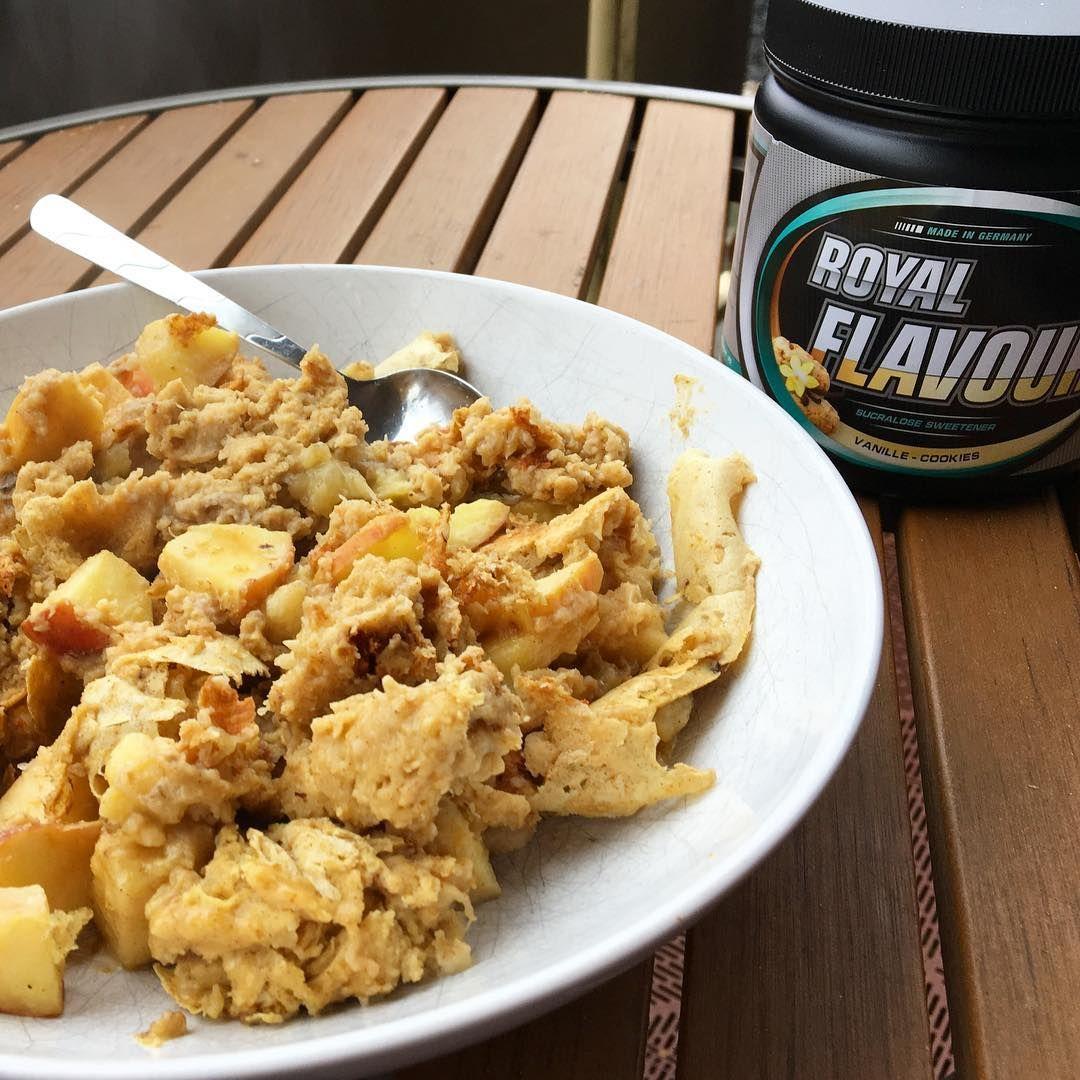 @ninabikinifitness   Pancakes aka Kaiserschmarren geht doch immer, oder?! 😍 Rezept:  1⃣ 180ml Eiklar von @bulkpowders_de   2⃣ 20g Whey Protein WPC80 Pure Vanilla (von @bodybuilding_depot )  3⃣ 50g Instant Oats oder normale Haferflocken   4⃣ 1 Apfel   5⃣ ordentlich Zimt   6⃣ 5g Royal Flavour Vanille Cookies (von @bodybuilding_depot)   7⃣ Alles vermixen und ab in eine beschichtete Pfanne. Guten Appetit!