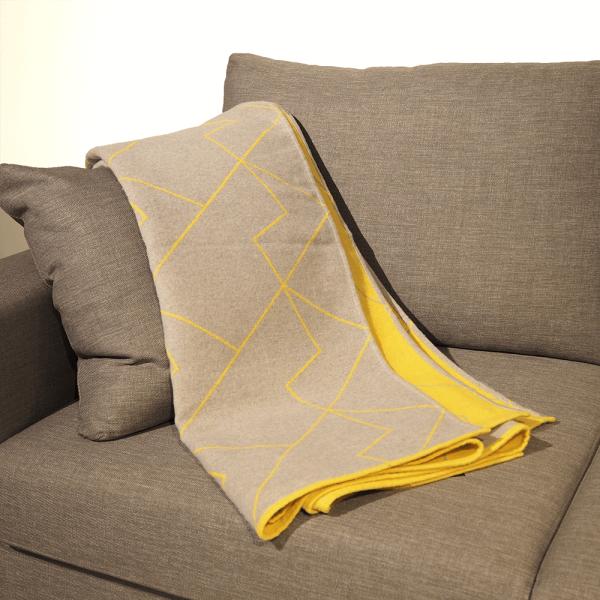 plaid canap gris great with plaid canap gris boutis plaid ou jet de canap couvrelit matelass. Black Bedroom Furniture Sets. Home Design Ideas
