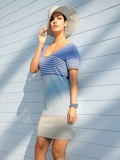 Das Strickkleid von ALBA MODA im angesagten sportiven Look mit Ringeldessin trägt sich dank der feingestrickten Pima-Baumwoll-Qualität ausgesprochen angenehm auf der Haut