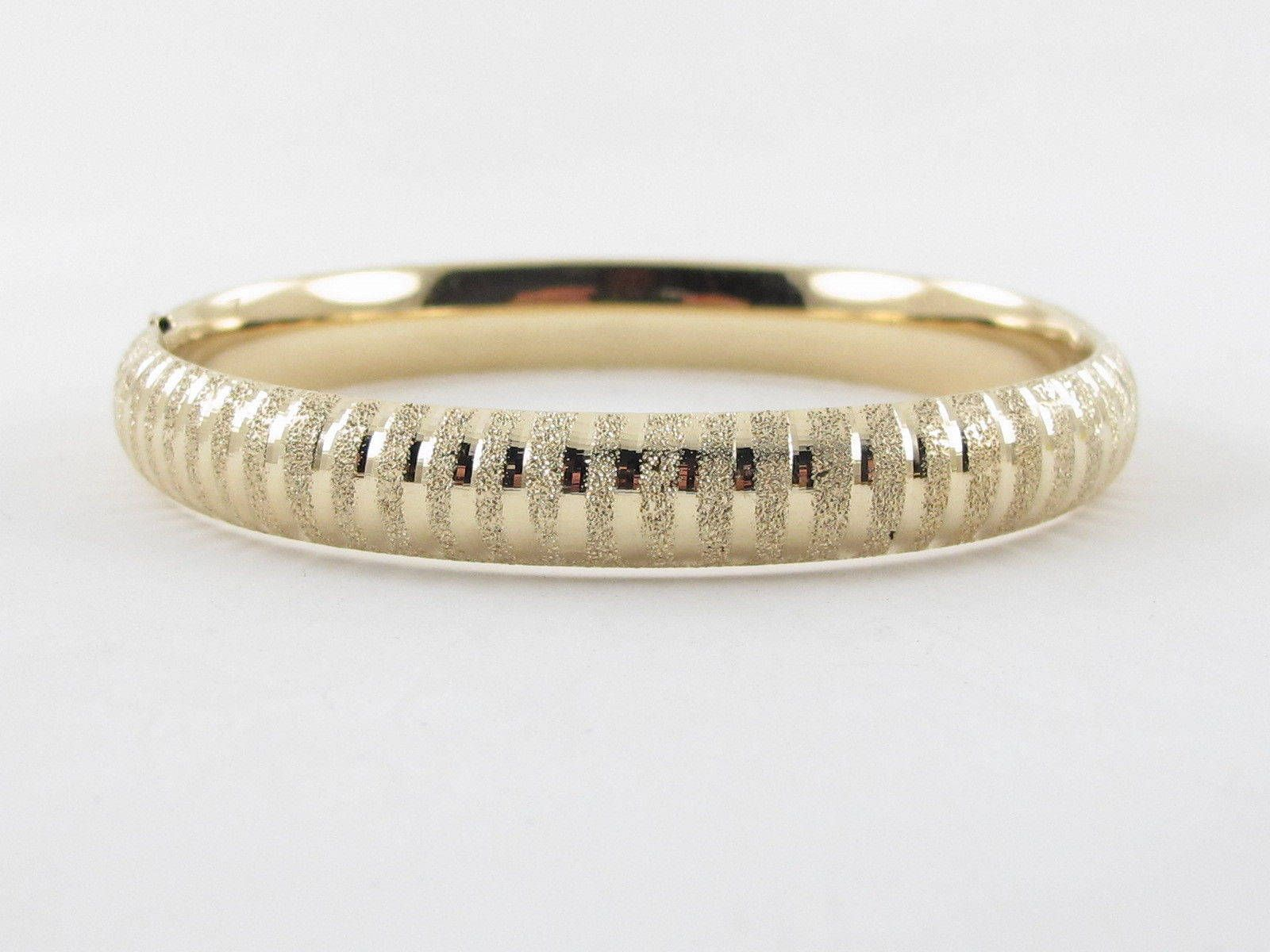 K yellow gold bangle bracelet
