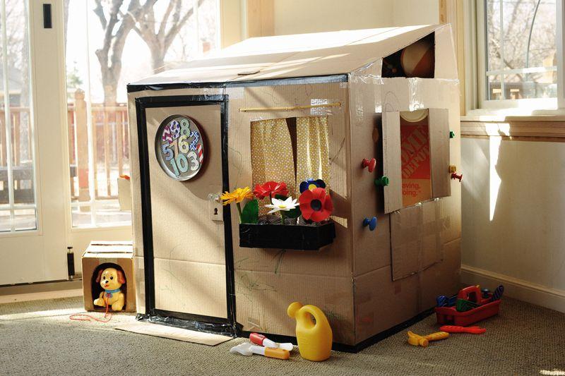 cardboard box clubhouse. una caja de cartn u003d cinco juguetes para pasar un da entero verano cardboard box clubhouse