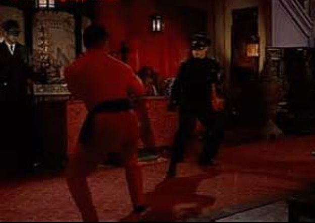 A Fight Scene Between Kato Bruce Lee And Another Martial Art Fighter The Actor Mako On The Tv Show The Green Horne Bruce Lee Photos Bruce Lee Green Hornet