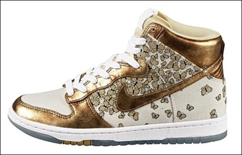 833ff987c87790 gold butterfly nike hightops whoa... i have these....