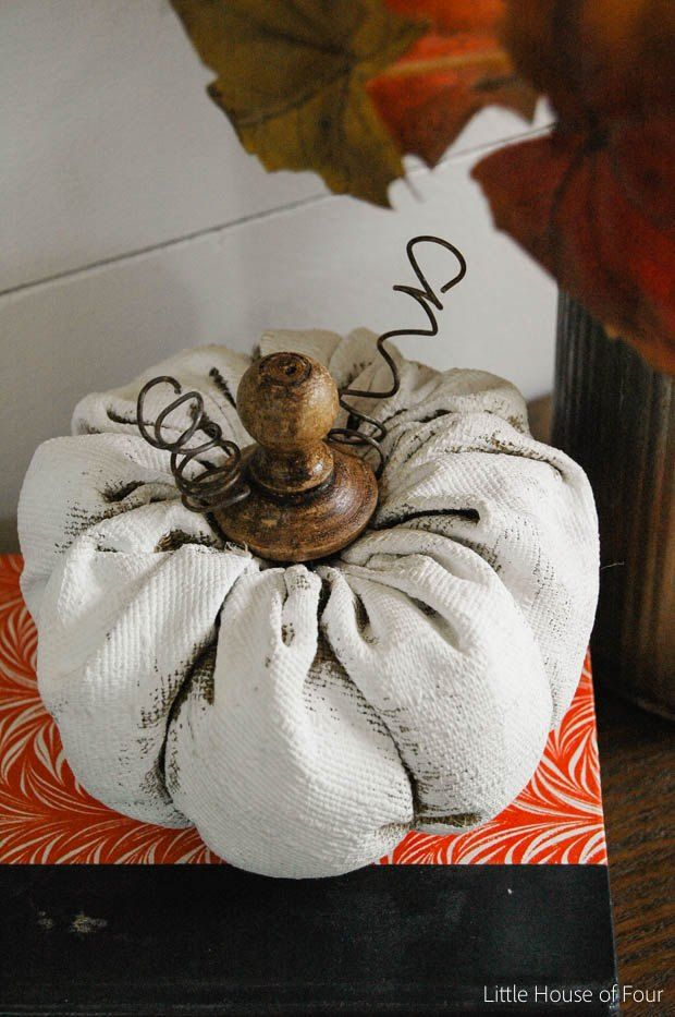 Rustic Painted Fabric Pumpkins #paintfabric