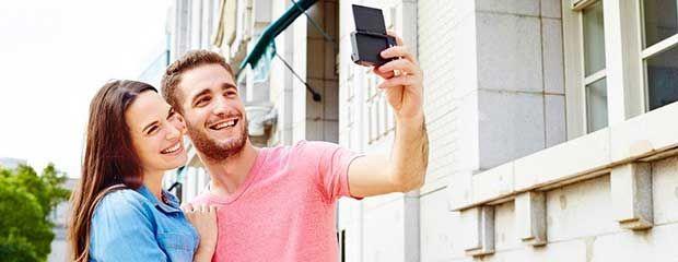 Un'ulteriore novità presentata al CES 2015 di LaS Vegas da Panasonic è la selfie camera Lumix SZ10 le cui dimensioni compatte consentono di riporla in tasca