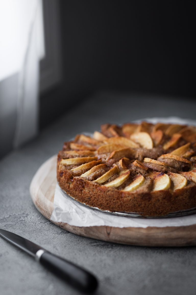 This Version Of Traditional German Apple Cake Apfelkuchen Is Vegan Friendly And Made With Spelt In 2020 German Apple Cake Vegan Apple Cake Apple Kuchen Recipe German