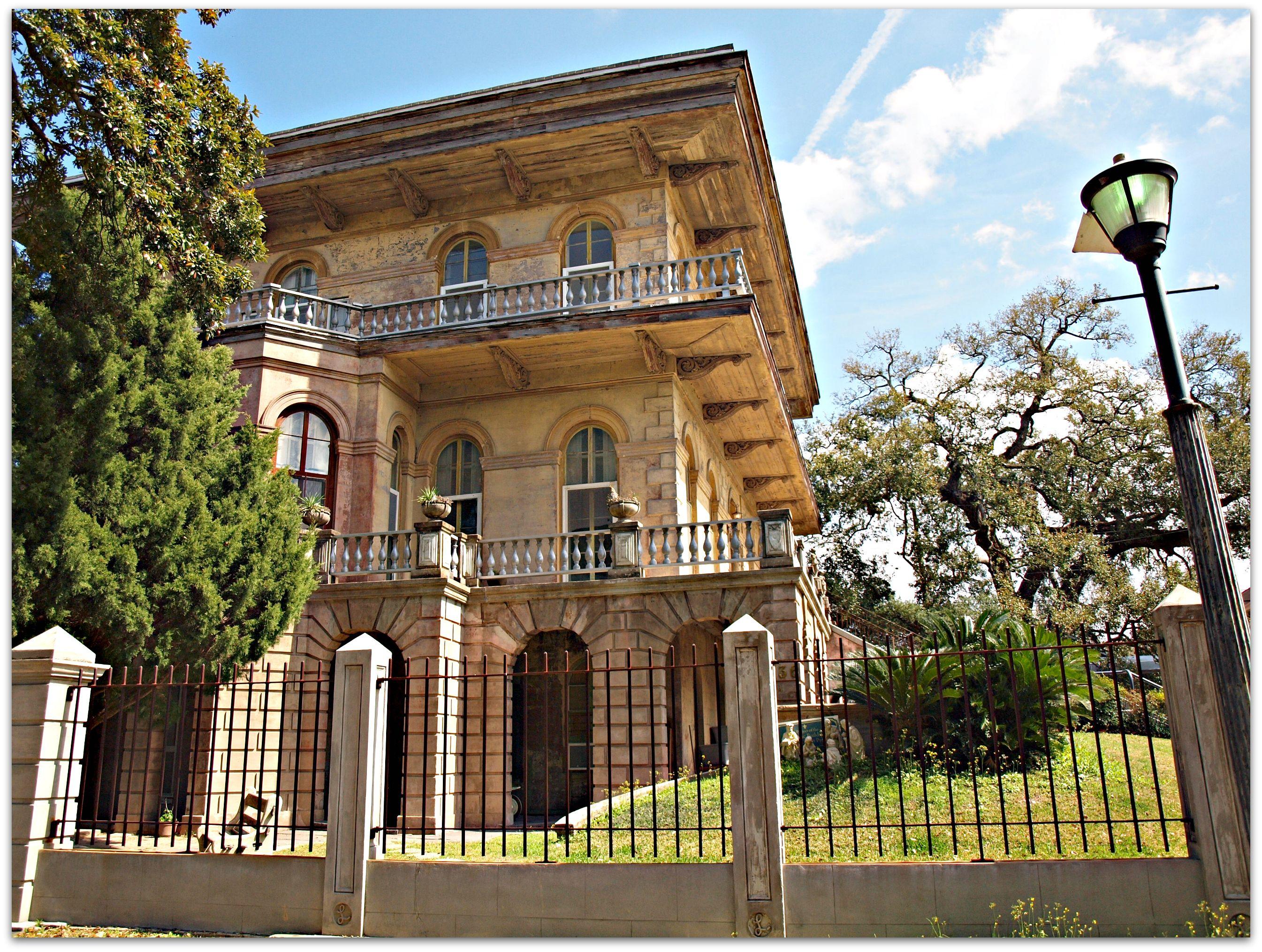 Luling Mansion On Leda Street New Orleans Homes New Orleans Garden District Mansions