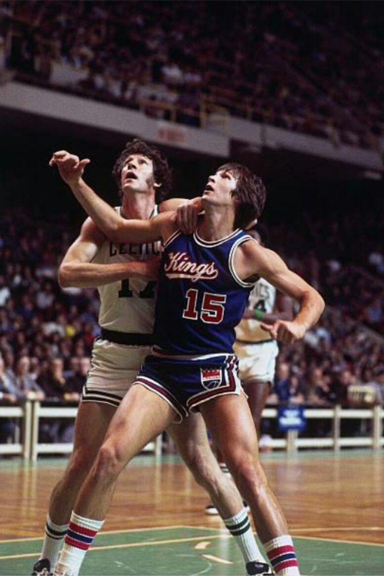 32ea9c630 Scott Wedman of the Kansas City Kings battles John Havlicek of the Boston  Celtics for a rebound during a 1975 game at the Boston Garden.