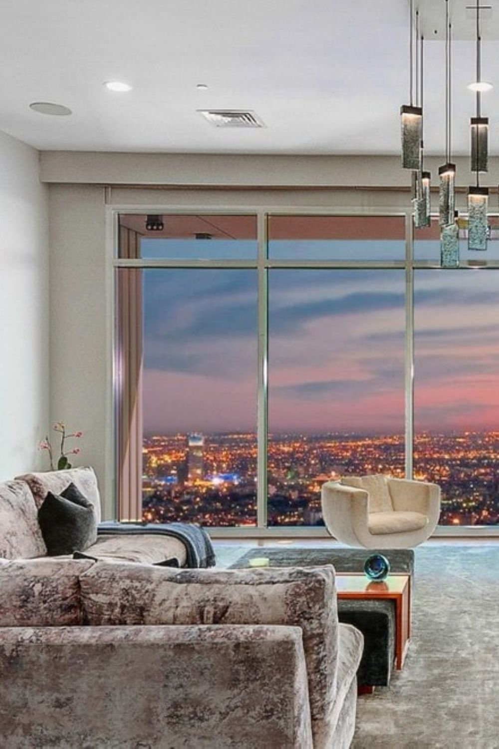 Spacious Penthouse Living Room Design With A Stunning View Of Los Angeles In 2020 Beautiful Living Rooms Penthouse Living Living Room Designs