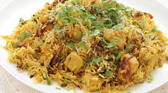 برياني الدجاج Middle East Food Biryani Middle Eastern Recipes