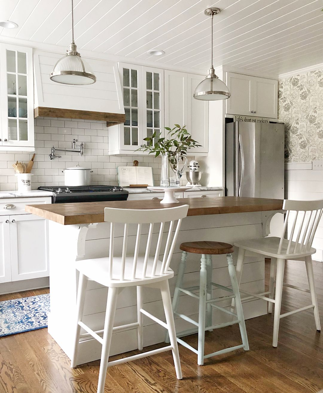 pin by blue barn cottage on blue barn cottage small farmhouse kitchen farmhouse kitchen on farmhouse kitchen small id=61776