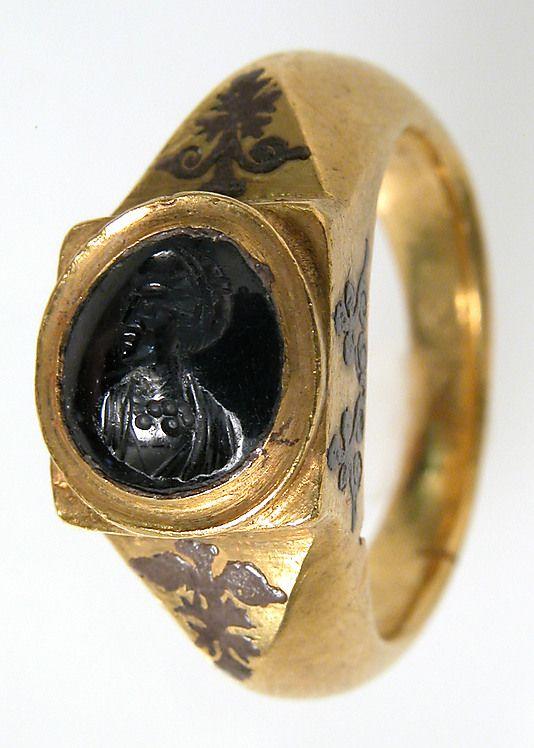 Anillo de oro con zafiro. ss. V y VI d.C.