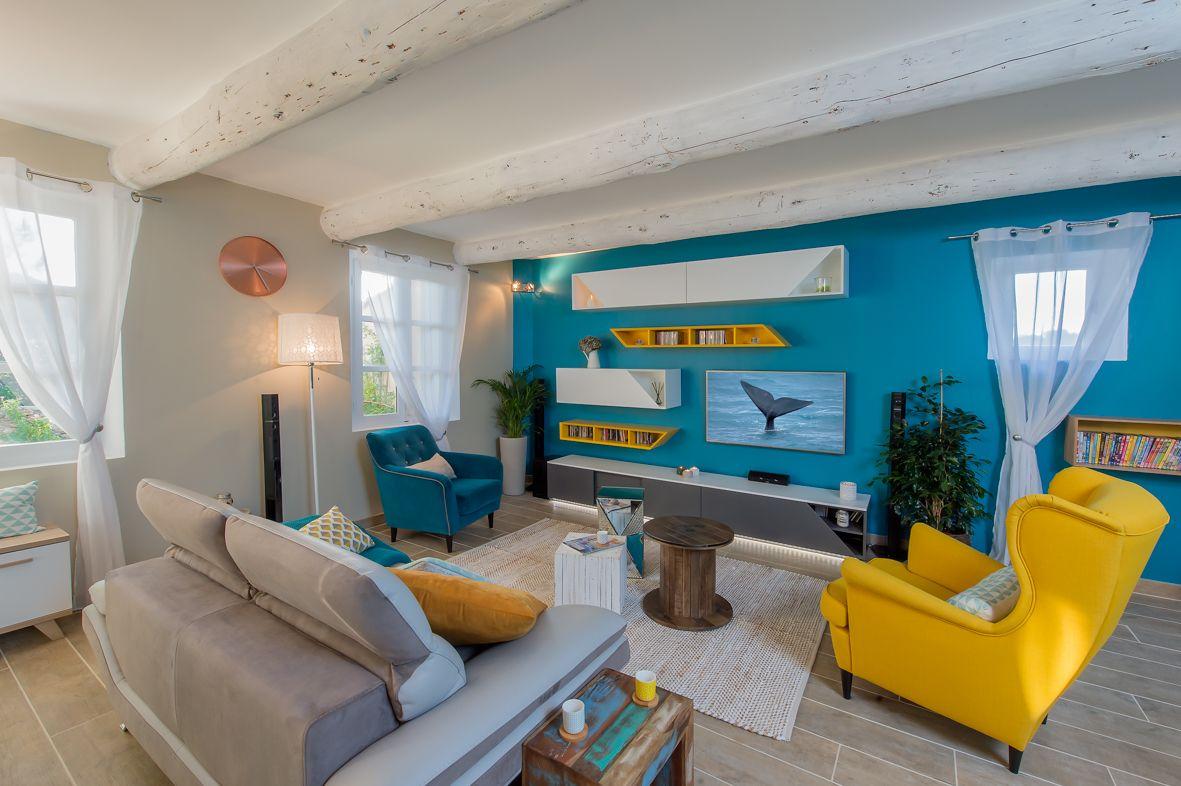 Salon contemporain, coloré, dépareillé Jaune et bleu | idée maison ...