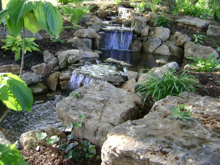 Estanque de jard n con cascada jardines pinterest for Como construir una laguna artificial