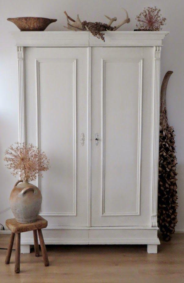 Maison Louise Kast wit geschilderd  In The White Room