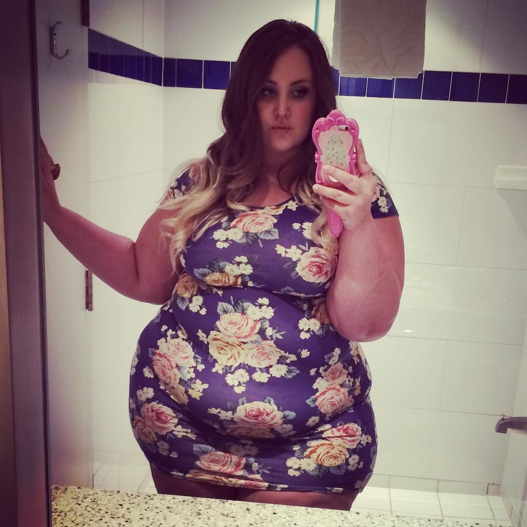 Bbw playing in the bathroom